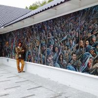 Chris with the mural at the Battle of Bannockburn Visitor Centre after installation.