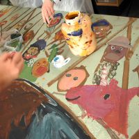 Students painting portraits and chainmail in the Bannockburn mural.